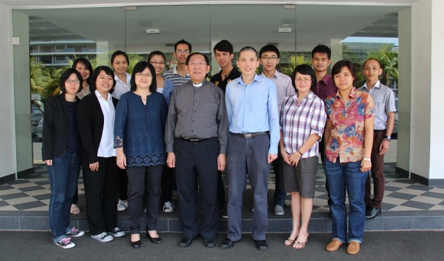 Ambassadors with Dean Chak, the Chairman of the Mission Committee (centre, front), Mrs. Chak (3rd from left, front), the Principal of Anglican Training Institute (ATI), Revd. Lin (3rd from right, front) and the ATI Administrator and Training Committee Honorary Secretary, Ps. Lydia Chang.